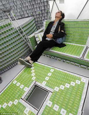 Отель из пластиковых карточек