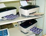 CARDPROM: Печатная секция состоит из нескольких струйных принтеров, каждый из которых печатает свой тираж пластиковых карт