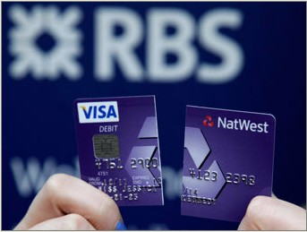Британский банк разрешил клиентам снимать деньги в банкоматах без карт