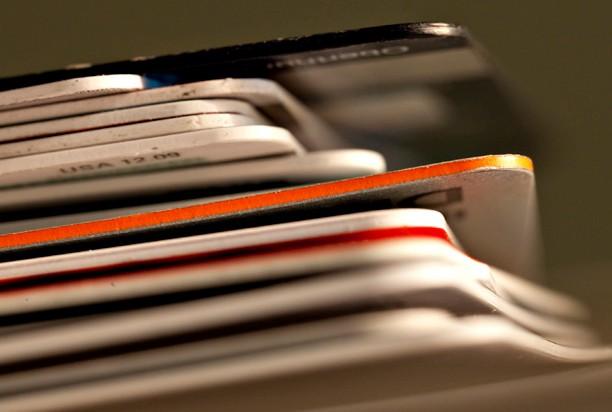 Выгодно ли иметь доходные банковские карты