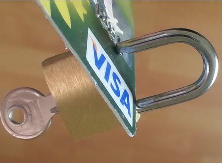 Почему блокируют банковскую карту и как этого избежать