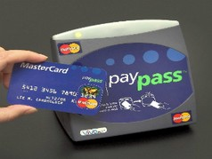 Сбербанк России начал выпуск бесконтактных карт