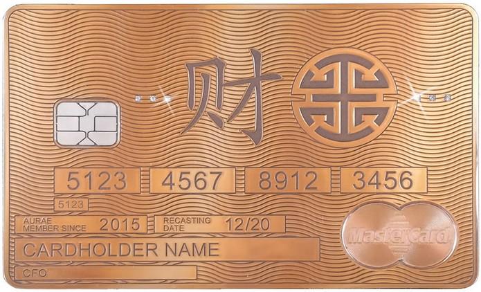 Банковская карта из золота по своему дизайну