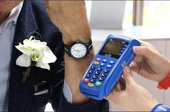 Swatch: швейцарские часы с Visa внутри