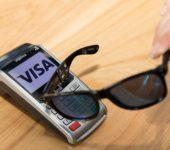 Оплата покупок солнечными очками